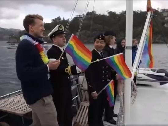 Экипаж норвежского военного корабля поднял гей-флаги