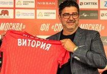 Португальский тренер Руй Витория официально представлен в качестве главного тренера «Спартака». 51-летний специалист прилетел в Москву и дал пресс-конференцию на стадионе «Открытие Арена».