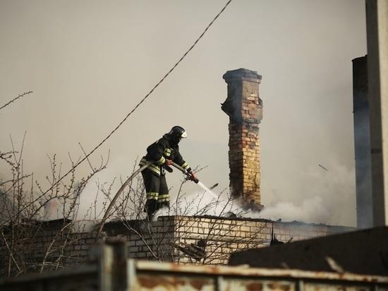 Под Волгоградом при пожаре в дачном доме погиб 48-летний мужчина