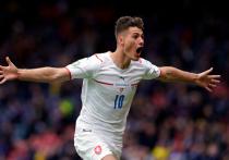 В матче сборных Чехии и Шотландии на чемпионате Европы по футболу главным героем стал чех Патрик Шик – он забил оба гола своей команды, причем второй стал украшением не только этого матча, но и всего Евро-2020.