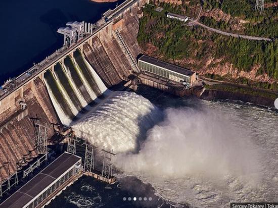 Потрясающие снимки Красноярской ГЭС с высоты появились в Сети