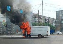 В Челябинске во время движения загорелся автомобиль