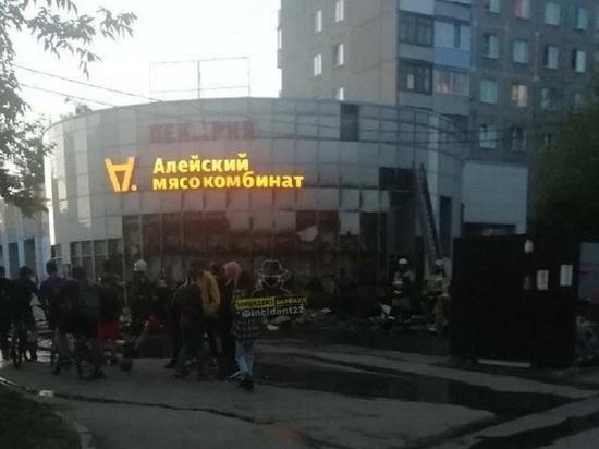 В Барнауле шалость детей привела к пожару в административном здании