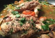 Эксперт по здоровому питанию, шеф-повар Сергей Синицын рассказал в интервью радио Sputnik об опасности употребления куриных субпродуктов — желудка, сердца и печени