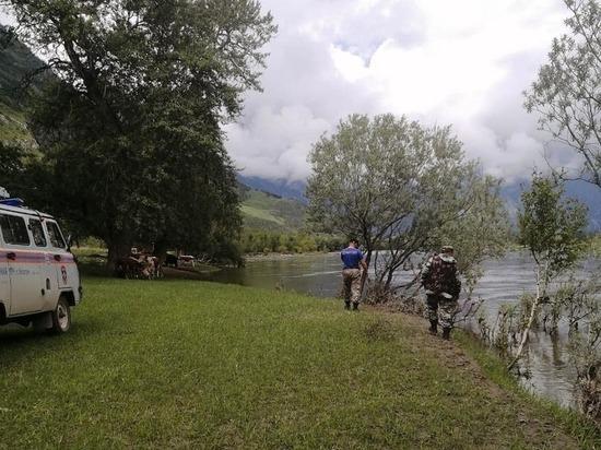 В горах Алтая пропал без вести автомобиль с тремя людьми