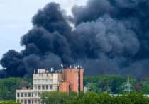 В Челябинске загорелись складские помещения