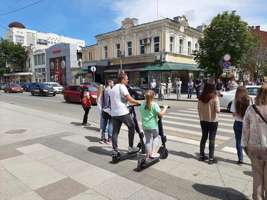 Электросамокатчики на саратовских улицах: гонки по правовому бездорожью