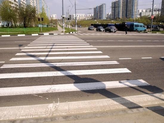 В Алтайском крае пенсионерка самостоятельно нарисовала зебру на перекрестке