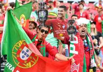 Венгрия — единственная страна-хозяйка Евро-2020, позволившая заполнить стадион на 100 процентов. Сборной Португалии и лично Криштиану Роналду повезло: они давно не видели такого количества болельщиков на матче. В большинстве стран Европы сохраняются коронавирусные ограничения, но в Будапеште сегодня все почти так же, как в прошлой жизни. «МК-Спорт» рассказывает, почему только в этом городе настоящая футбольная атмосфера.
