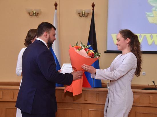 Донецкие студенты-отличники получили полмиллиона рублей