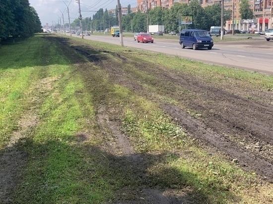 В Курске продолжают искать автовандалов, испортивших газоны на проспекте Кулакова