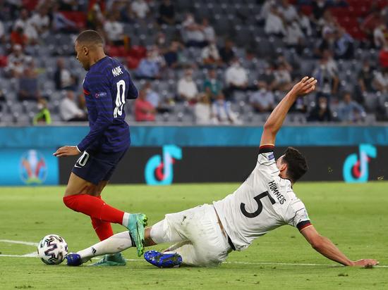В матче Франция – Германия было мало голов и много борьбы