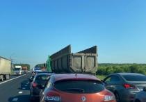 Авария с участием бензовоза и фуры заблокировала проезд на трассе М-2 под Тулой