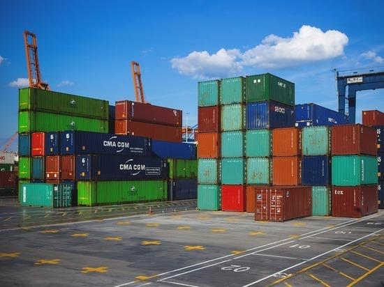 Новая вспышка COVID-19 на юге Китая в сочетании с быстрым восстановлением мировой экономики и нехваткой грузовых контейнеров вызвала резкий рост транспортных расходов, который может спровоцировать инфляцию и вызвать дефицит товаров по всему миру
