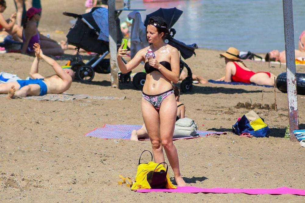 Жара в Новосибирске: 15 горячих фото с Бугринского пляжа