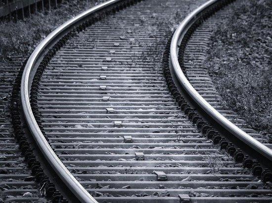 Поезд насмерть сбил перебегавшего в неположенном месте мужчину в Казани