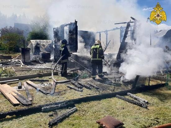 На одной из дач в Боровском районе произошел сильный пожар