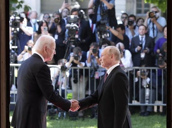 Журналистка из пула президента США Анита Кумар заявила, что в давке, которая возникла началом саммита российского и американского лидеров Владимира Путина и Джо Байдена, виноваты русские сотрудники службы безопасности