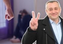 Как кандидат в депутаты доказал, что «добро должно быть с кулаками»