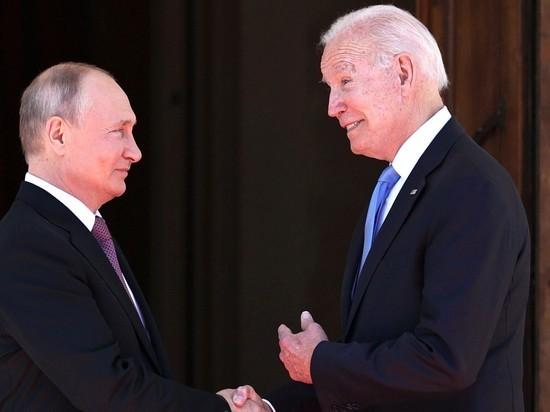 Байден получил от Путина в подарок письменный набор хохломы «Москва»