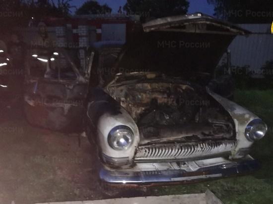 Человек пострадал во время пожара автомобиля под Калугой