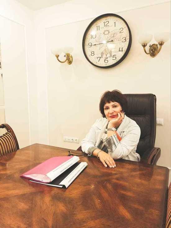 Заведующая Краевой детской консультативной поликлиникой поздравила коллег с профессиональным праздником