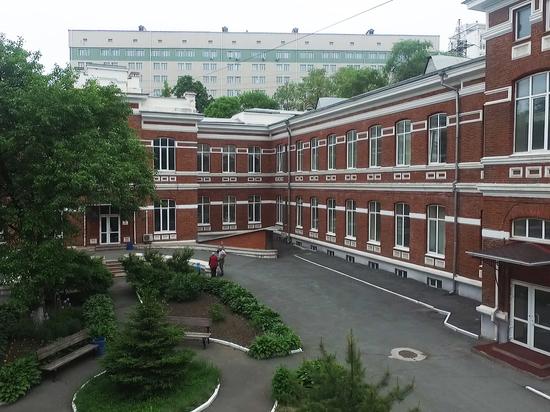 Главврач ГБУЗ ПККБ№1 Андрей Попов поздравил коллег с Днем медицинского работника