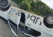 В Челябинске перевернулся автомобиль такси, есть пострадавшие