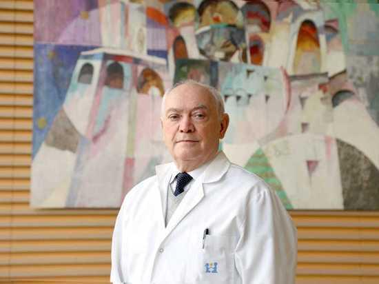 Доктор Румянцев назвал вакцинацию единственным способом  справиться с COVID-19
