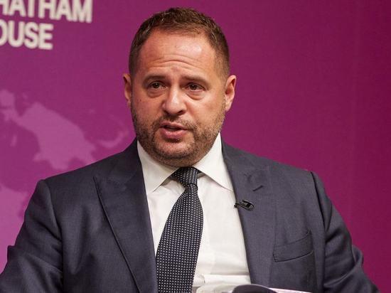 Главу офиса Зеленского не соединили с помощником президента США
