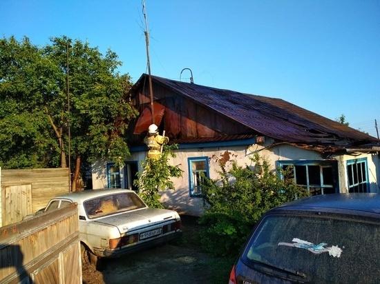 Два тела обнаружили спасатели во время тушения дома в Алтайском крае