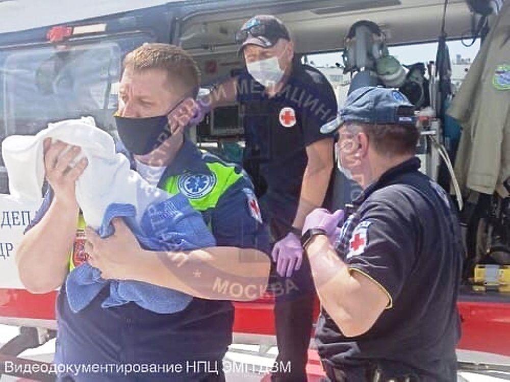 Грудного ребенка с тяжелым заболеванием из Тулы экстренно вертолетом доставили в Москву