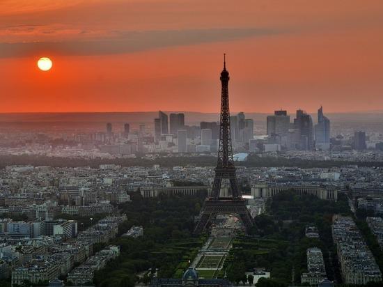 В Париже строятся «падающие» башни-небоскребы