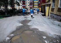 Ямы во дворах на Сахалине и Курилах отыщут волонтеры