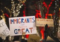 Администрация Байдена продолжает активно сражаться с наследием Трампа на иммиграционном фронте, полагая, не без основания, что переезд в Америку большого количества людей из слаборазвитых стран Латинской Америки, Африки, Азии и Ближнего Востока укрепляет долговременные электоральные перспективы Демократической партии