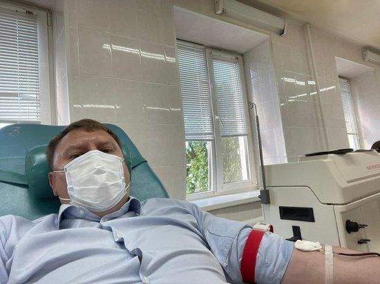 Глава администрации Пскова стал донором крови