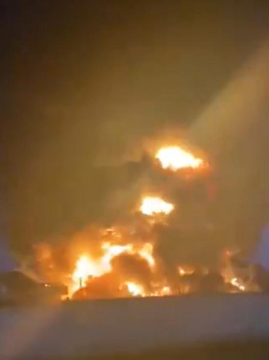 СМИ: Площадь пожара на металлобазе в Москве возросла до 1 тысячи квадратных метров