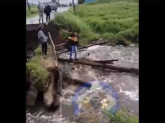 Паводок на утро 18 июня отрезал дороги к более 50 населенным пунктам в семи районах Забайкалья