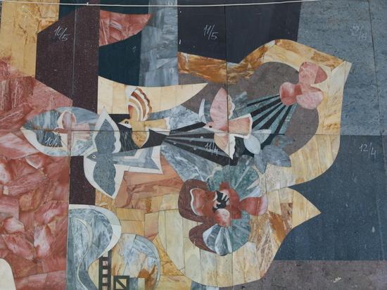 Уникальную флорентийскую мозаику, которая долгое время украшала здание Речного вокзала, передадут на хранение в Алтайский краевой государственный художественный музей