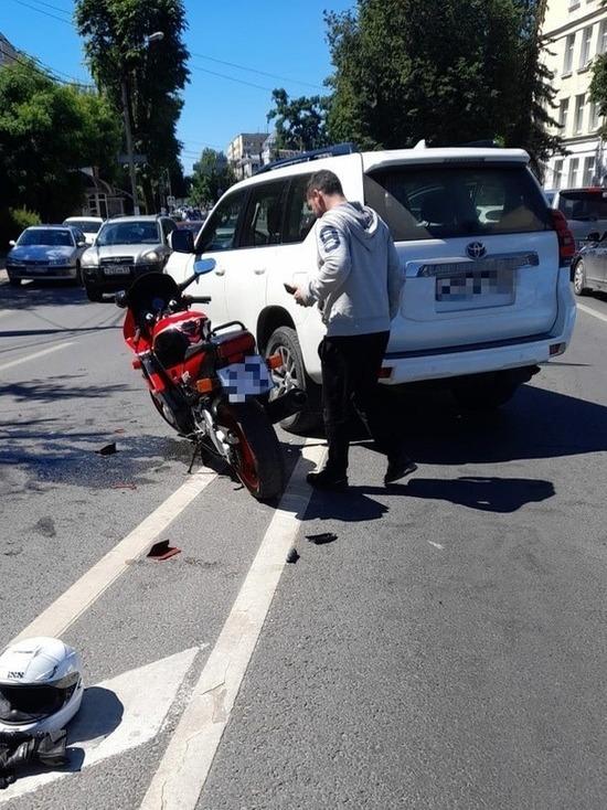В Твери мотоциклист столкнулся с внедорожником