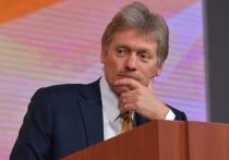Пресс-секретарь президента РФ Дмитрий Песков заявил о том, что в Кремле не опасаются роста социальной напряженности из-за деления россиян на привитых от COVID-19 и нет, пишет ТАСС