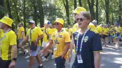 Шведские болельщики устроили массовые гуляния в Петербурге