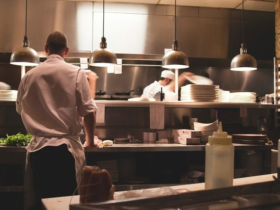 В Калужской области в 2 раза вырос спрос на поваров и официантов
