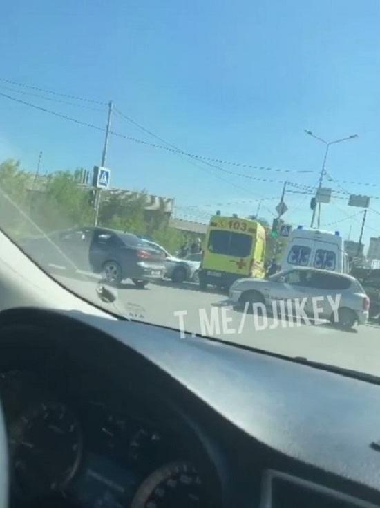 В Якутске джип «Lexus-570» въехал в автомобиль «скорой помощи»