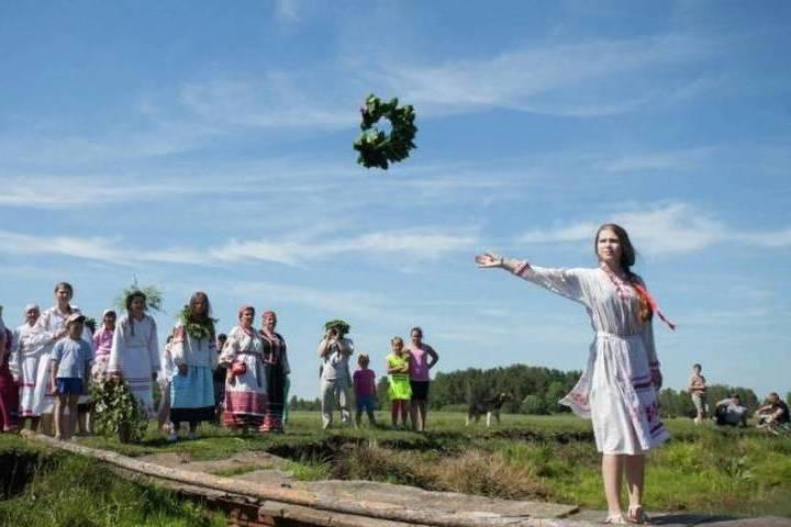 В Красном-на-Волге Костромской области молодежь решила возродить традицию празднования дня Семика