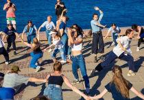 Танцевальный променад прошёл по набережной Петрозаводска