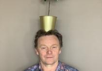 Этот чудак с цветочным горшком на голове – всемирно известный художник из Саратова с французской фамилией Ле Жень