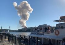 Для тушения взрывающегося склада пиротехники в Москве привлекли авиацию