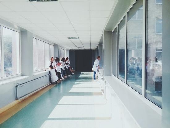 Тело больного коронавирусом нашли под окнами Покровской больницы в Петербурге