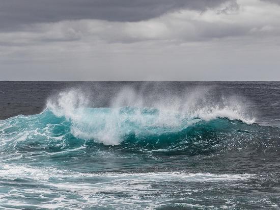В Седово женщина не могла выбраться на берег из-за сильной волны